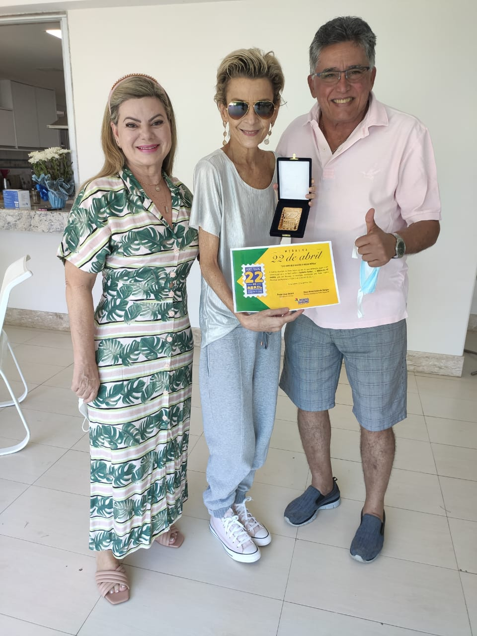 Prefeito Jânio Natal e sua esposa Cristiane recebem pastora e cantora Ludmila Ferber em sua residência e prestam homenagem 23