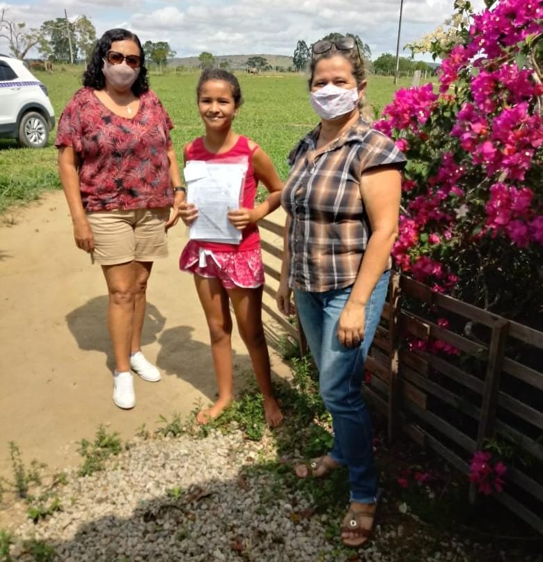 Alunos da área do campo recebem terceiro bloco de atividades impressas, em Eunápolis 25