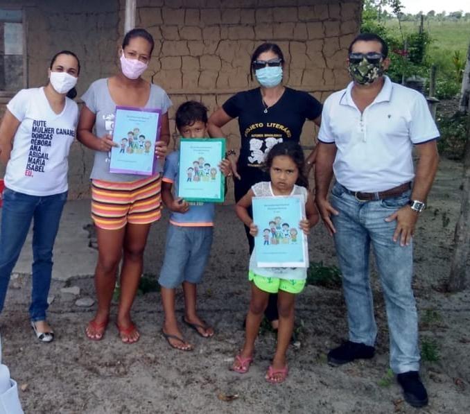 Alunos da área do campo recebem terceiro bloco de atividades impressas, em Eunápolis 24