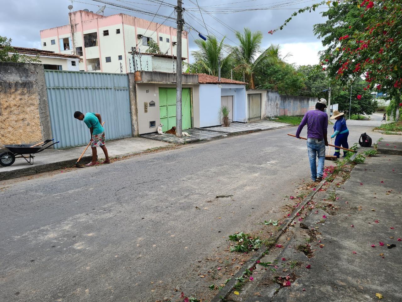 Prefeitura de Eunápolis realiza operação de limpeza do Mutirão 'Bota-Fora', no bairro Dinah Borges 30