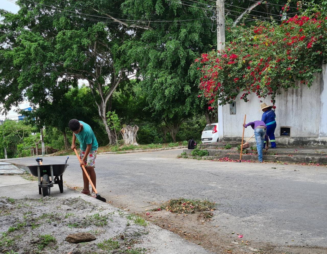 Prefeitura de Eunápolis realiza operação de limpeza do Mutirão 'Bota-Fora', no bairro Dinah Borges 28