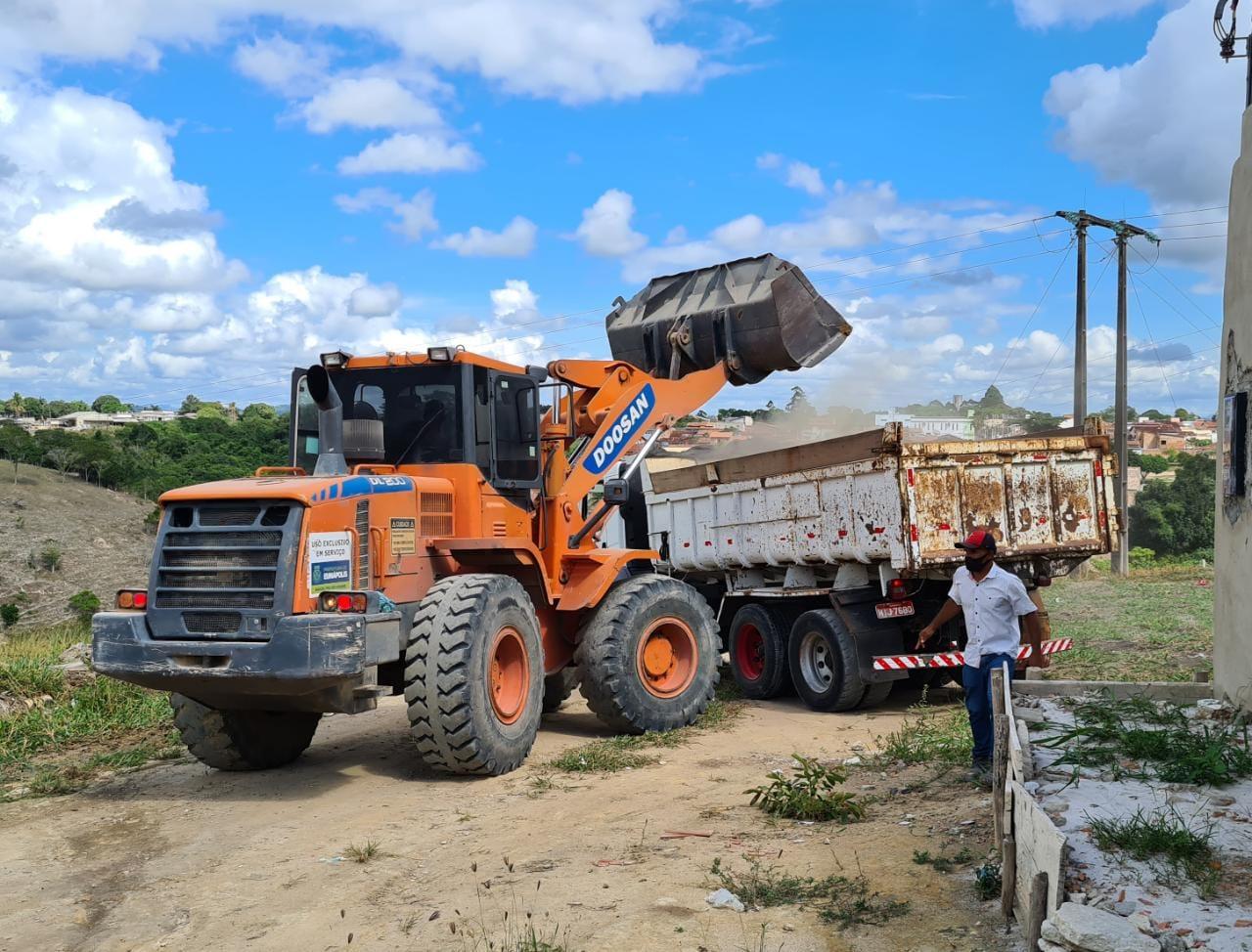 Prefeitura de Eunápolis realiza operação de limpeza do Mutirão 'Bota-Fora', no bairro Dinah Borges 26