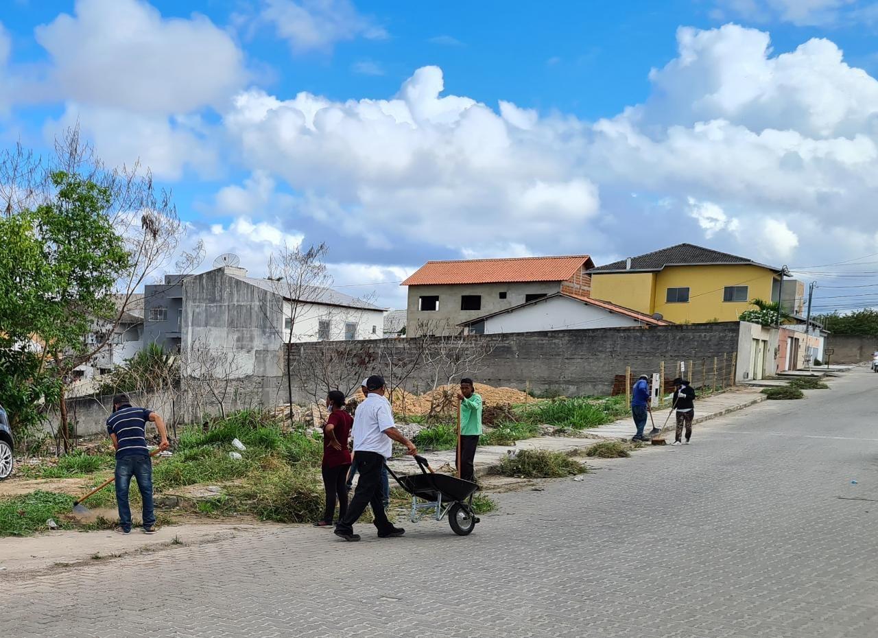 Prefeitura de Eunápolis realiza operação de limpeza do Mutirão 'Bota-Fora', no bairro Dinah Borges 29