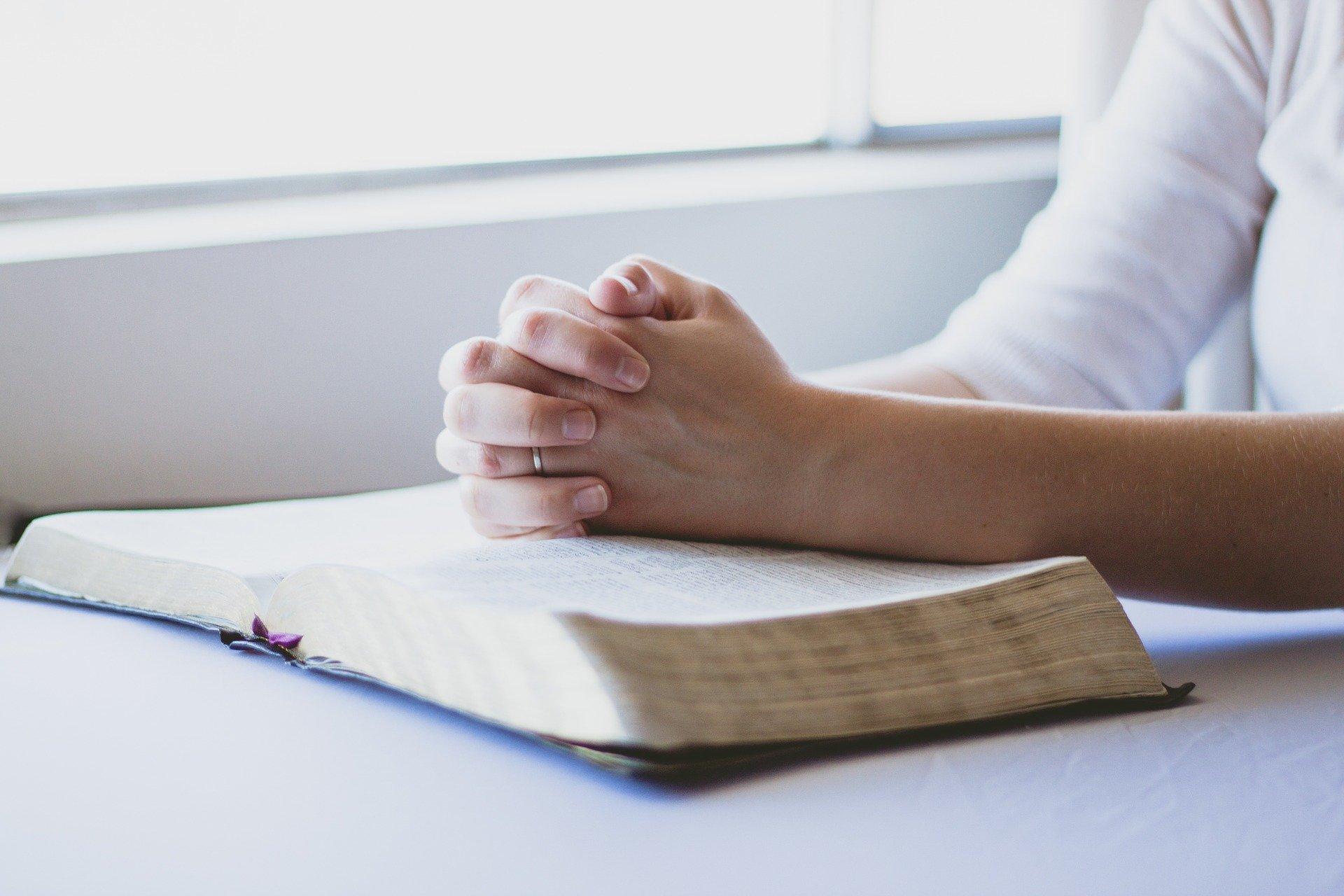 A prática da religião eleva o bem-estar das pessoas e pode ser um bom remédio nos dias atuais 23
