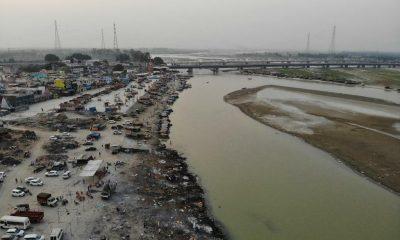 Dezenas de corpos de vítimas da Covid são jogados em rio na Índia após colapso 42