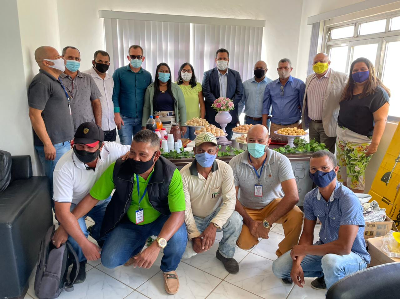 Prefeitura lança projeto 'Florir' que vai transformar canteiros e praças em Guaratinga 22