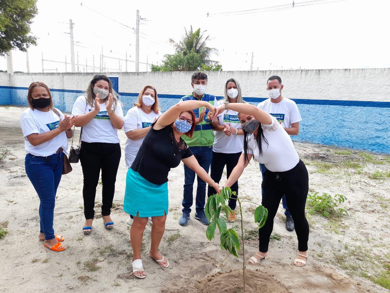 Eunápolis inicia plantio de mudas de árvores em escolas da rede municipal de ensino 22