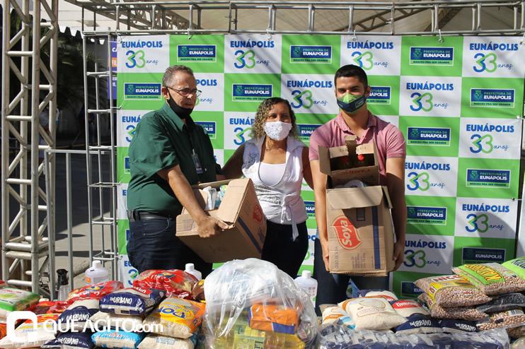 Projeto Vidas por Vidas arrecada alimentos e donativos em drive-thru solidário 56