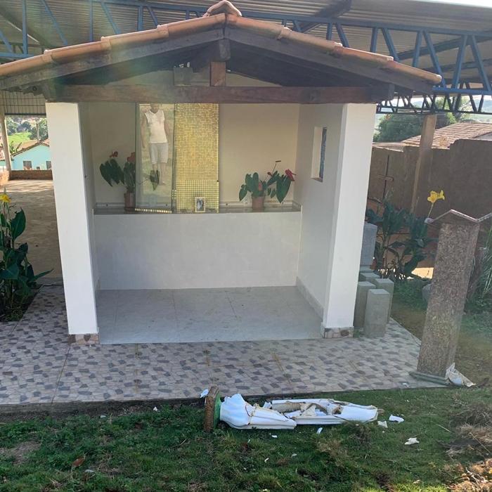 Capela é alvo de ato de intolerância religiosa no distrito de Monte Alegre 21