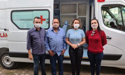 Prefeitura de Eunápolis recebe ambulância equipada com UTI 23