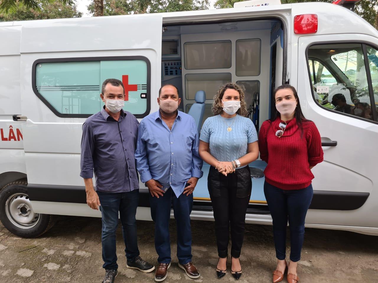 Prefeitura de Eunápolis recebe ambulância equipada com UTI 30