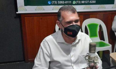 Secretário Arnaldo Vianna vai à 104 FM e fala do buraco negro que a prefeita Cordélia encontrou Eunápolis 57