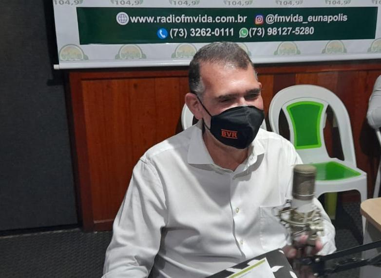 Secretário Arnaldo Vianna vai à 104 FM e fala do buraco negro que a prefeita Cordélia encontrou Eunápolis 18