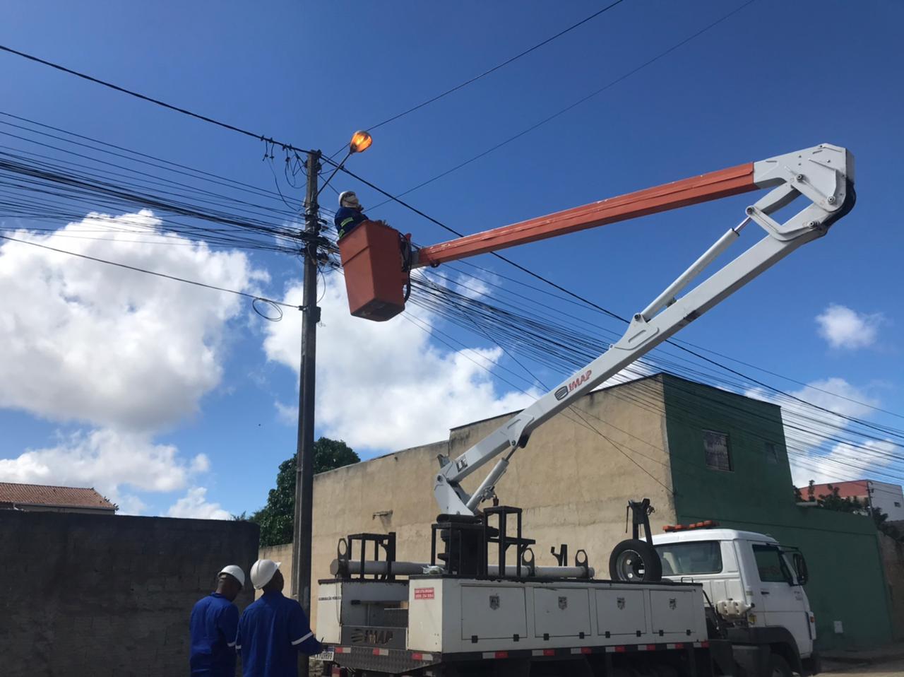 Prefeitura de Eunápolis inicia requalificação da iluminação pública no município 20