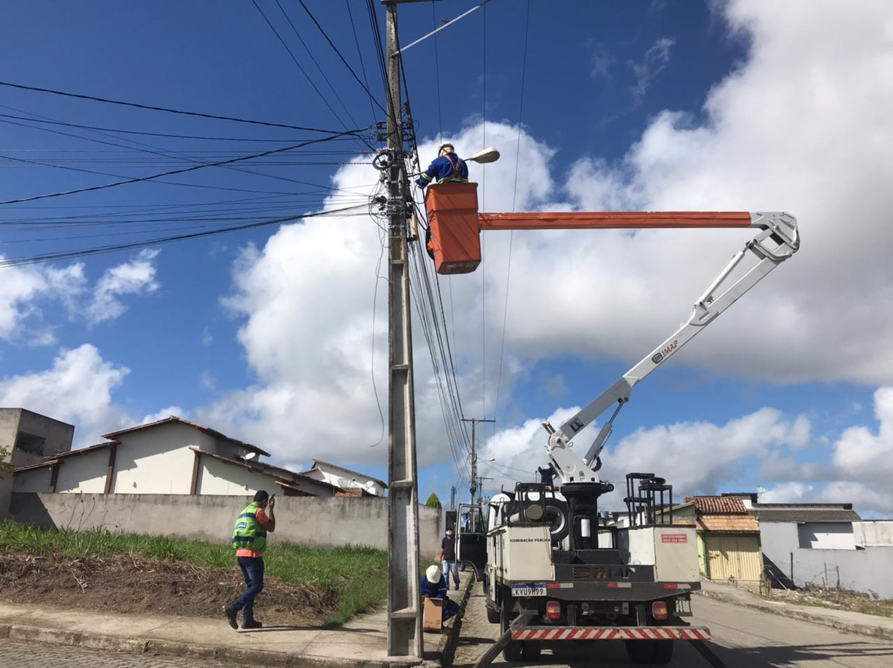 Prefeitura de Eunápolis inicia requalificação da iluminação pública no município 21