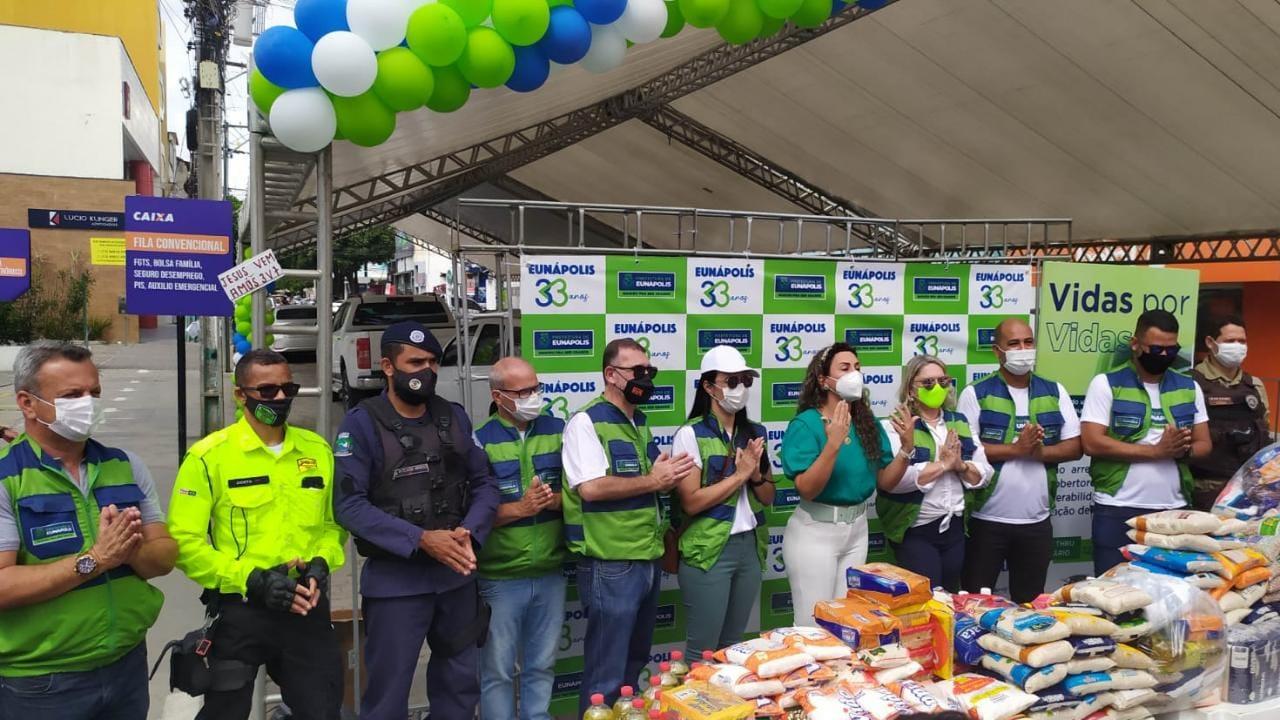 Projeto Vidas por Vidas arrecada alimentos e donativos em drive-thru solidário 27