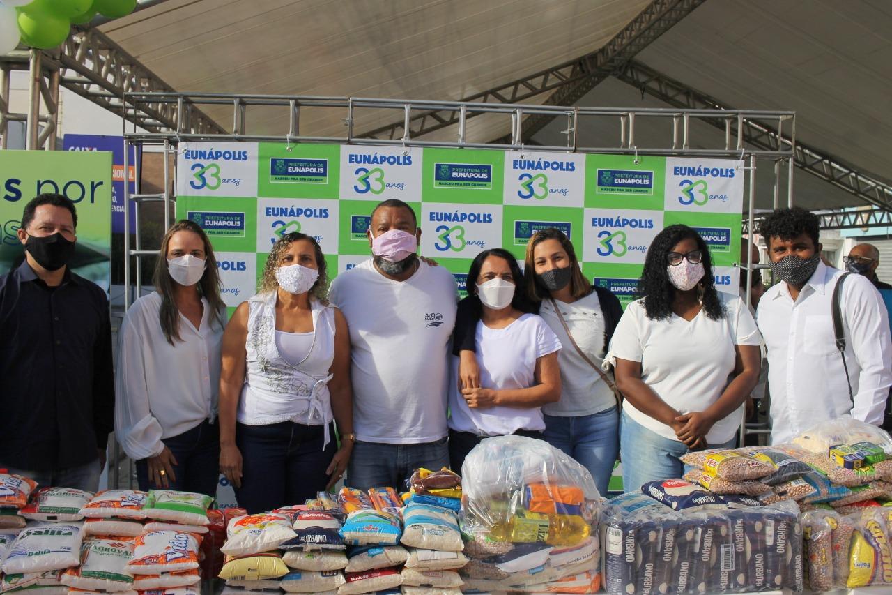 Projeto Vidas por Vidas arrecada alimentos e donativos em drive-thru solidário 26