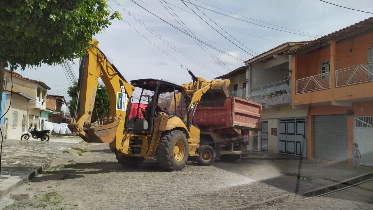 Operação de limpeza 'Bota-Fora' chega ao bairro Pequi 25