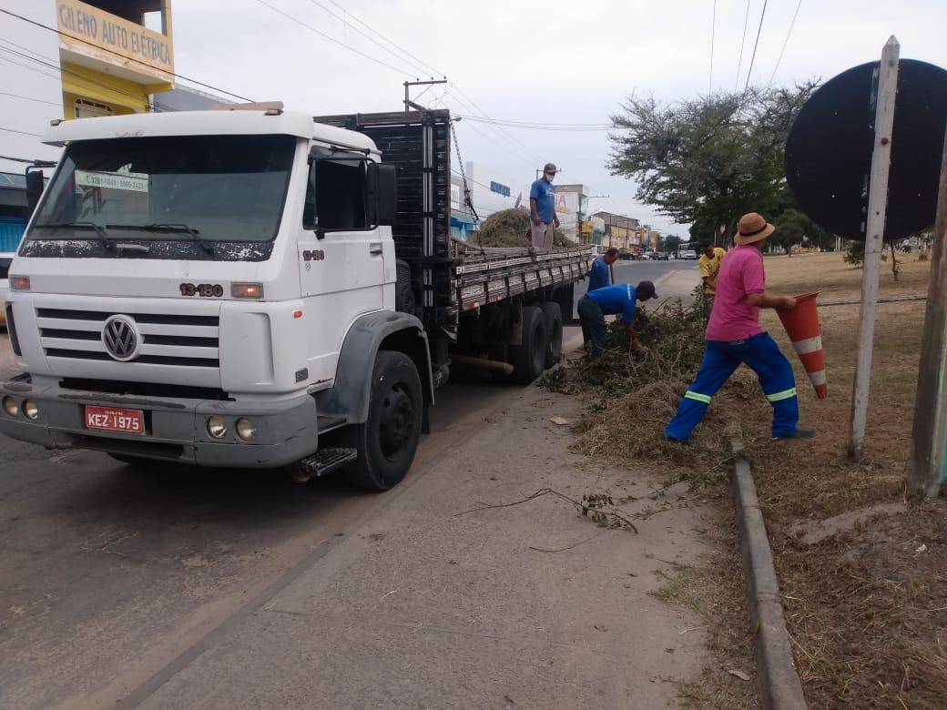 Operação de limpeza 'Bota-Fora' chega ao bairro Pequi 27