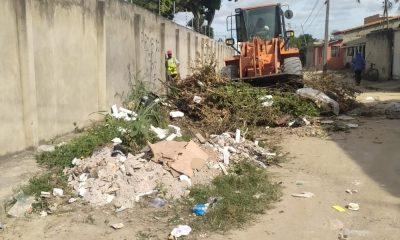 Operação de limpeza 'Bota-Fora' chega ao bairro Pequi 16