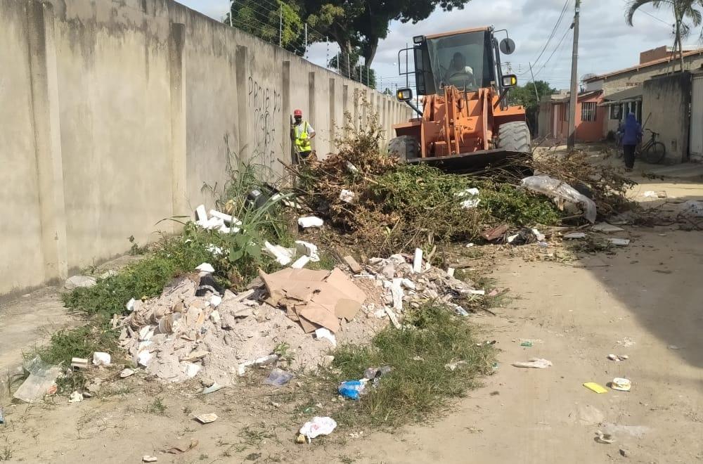Operação de limpeza 'Bota-Fora' chega ao bairro Pequi 24