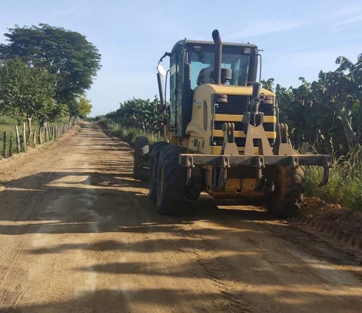 Prefeitura de Eunápolis recupera estradas na zona rural do município 23