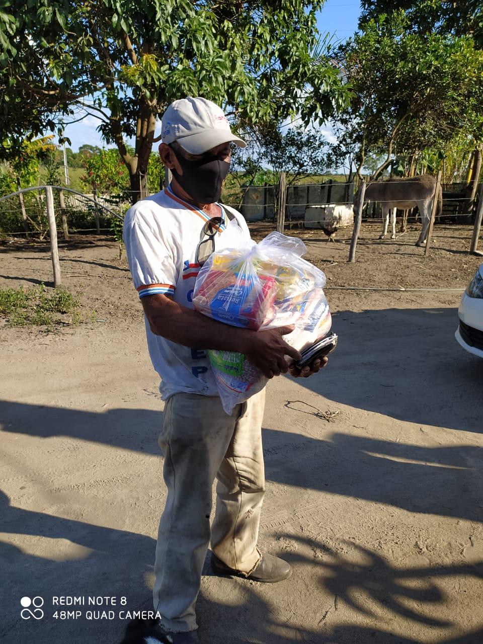 Prefeitura de Eunápolis entregou cestas básicas aos catadores 20