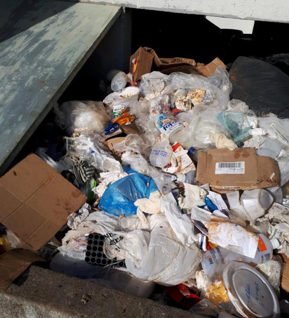 Hospital do Covid descarta lixo hospitalar misturado ao lixo comum 25