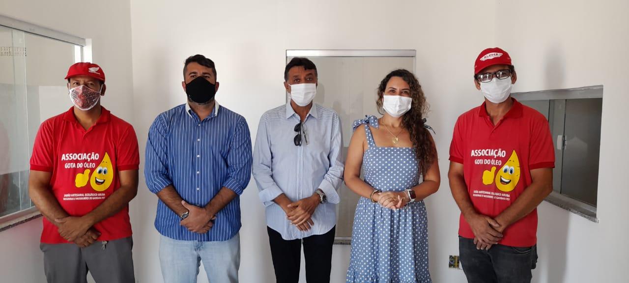 Prefeita Cordélia Torres visita galpão que vai beneficiar catadores do antigo lixão 22