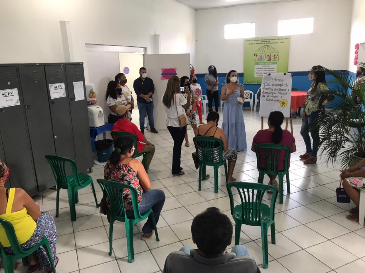 Prefeita Cordélia Torres participa de palestra sobre Maio Laranja, no CRAS I 24