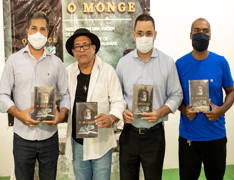 Emoção marca lançamento presencial do livro O Monge em Trancoso 21