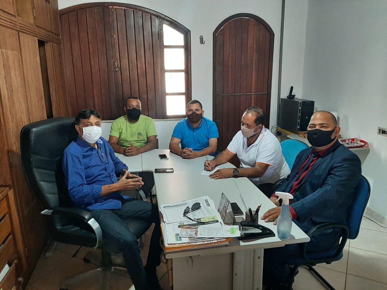 Qualidade de vida dos catadores do antigo lixão em Eunápolis é tema de encontro entre vereadores e secretário de Meio Ambiente 21