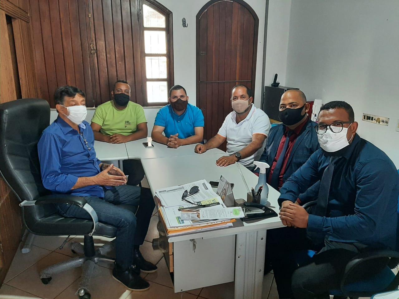 Qualidade de vida dos catadores do antigo lixão em Eunápolis é tema de encontro entre vereadores e secretário de Meio Ambiente 20