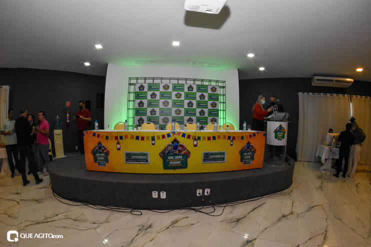 Prefeita Cordélia anuncia durante coletiva de imprensa, a Live São João se Encontra com Pedrão em Eunápolis 45