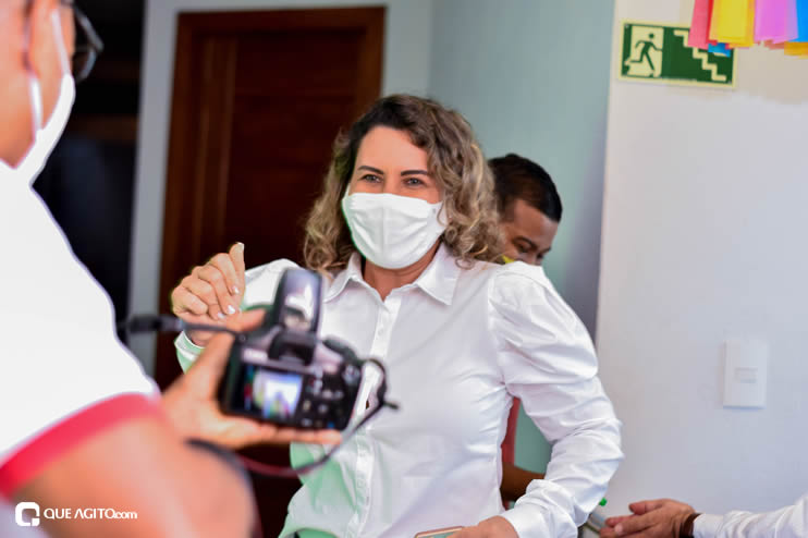 Prefeita Cordélia anuncia durante coletiva de imprensa, a Live São João se Encontra com Pedrão em Eunápolis 50