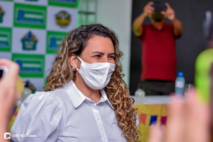 Prefeita Cordélia anuncia durante coletiva de imprensa, a Live São João se Encontra com Pedrão em Eunápolis 48