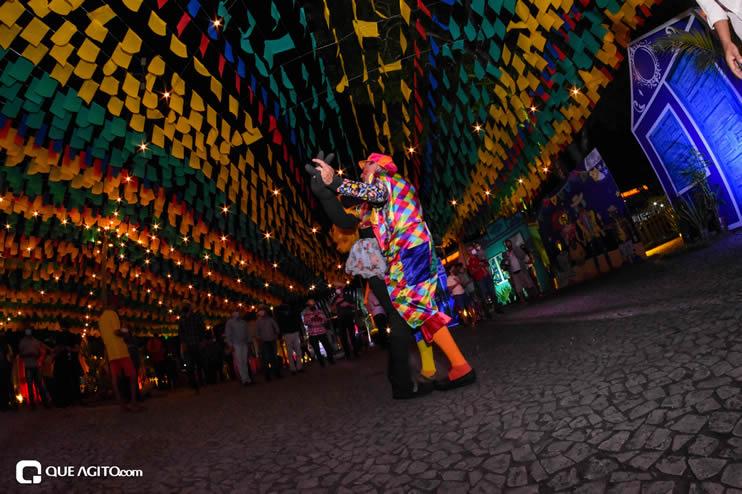 Diversas atrações se apresentaram na primeira noite da Vila do Forró em Eunápolis 33