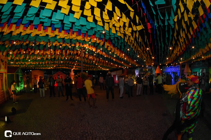 Diversas atrações se apresentaram na primeira noite da Vila do Forró em Eunápolis 36