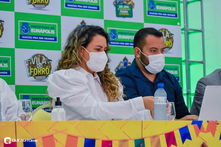 Prefeita Cordélia anuncia durante coletiva de imprensa, a Live São João se Encontra com Pedrão em Eunápolis 55