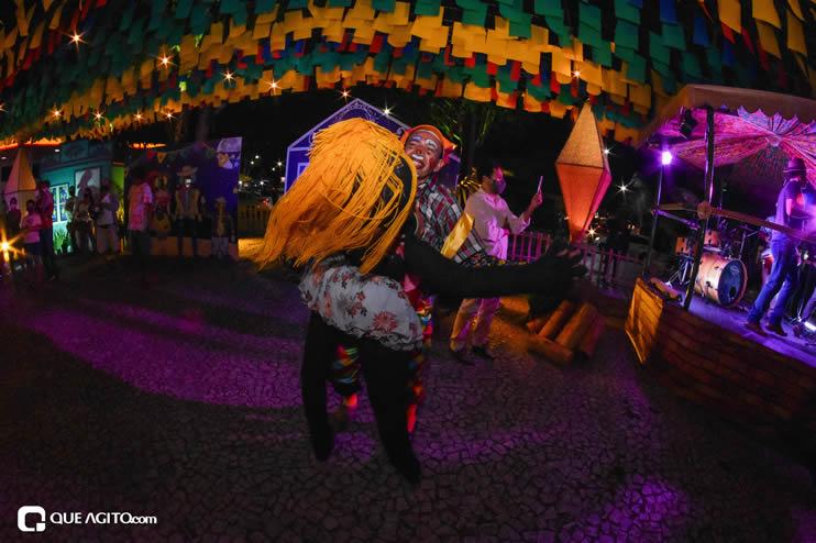 Diversas atrações se apresentaram na primeira noite da Vila do Forró em Eunápolis 38