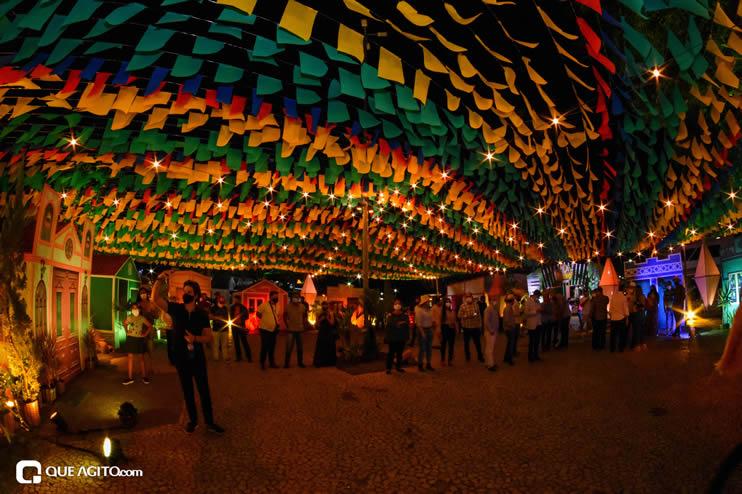 Diversas atrações se apresentaram na primeira noite da Vila do Forró em Eunápolis 43