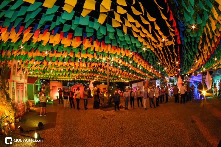 Diversas atrações se apresentaram na primeira noite da Vila do Forró em Eunápolis 47