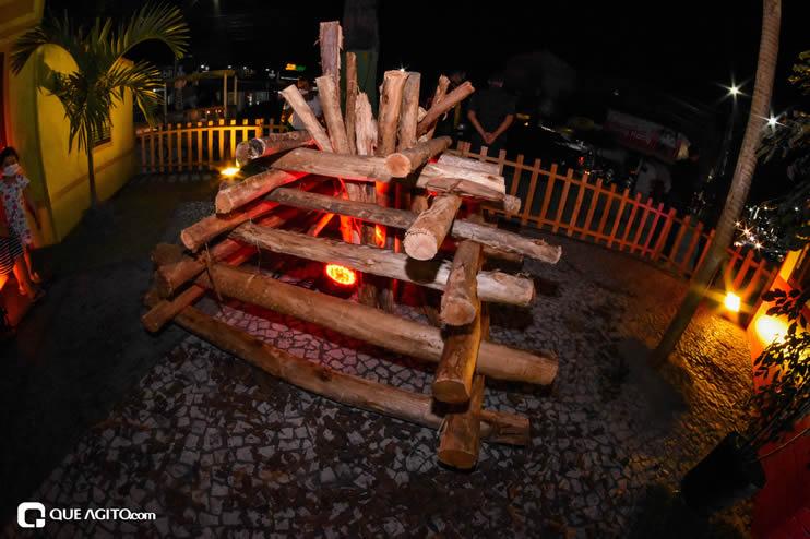 Diversas atrações se apresentaram na primeira noite da Vila do Forró em Eunápolis 48