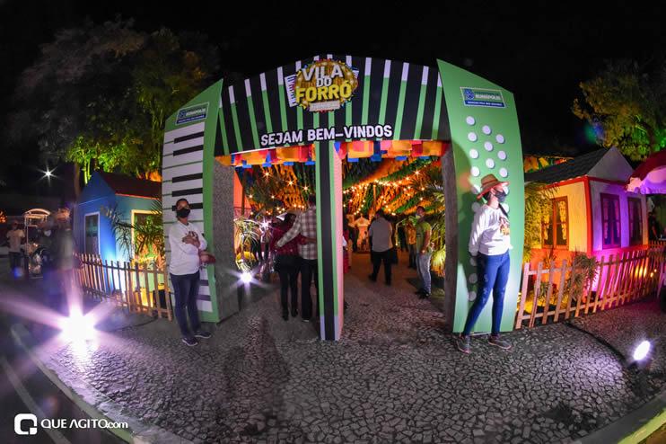 Diversas atrações se apresentaram na primeira noite da Vila do Forró em Eunápolis 51
