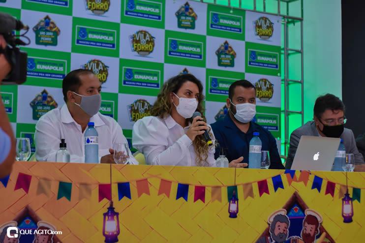 Prefeita Cordélia anuncia durante coletiva de imprensa, a Live São João se Encontra com Pedrão em Eunápolis 63