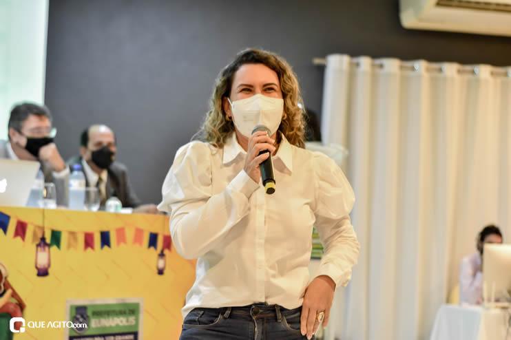 Prefeita Cordélia anuncia durante coletiva de imprensa, a Live São João se Encontra com Pedrão em Eunápolis 64