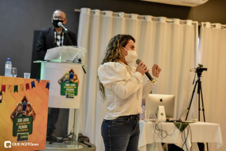 Prefeita Cordélia anuncia durante coletiva de imprensa, a Live São João se Encontra com Pedrão em Eunápolis 65