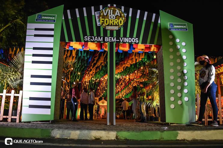 Diversas atrações se apresentaram na primeira noite da Vila do Forró em Eunápolis 18