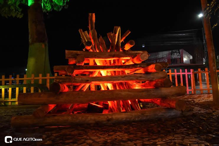 Diversas atrações se apresentaram na primeira noite da Vila do Forró em Eunápolis 62