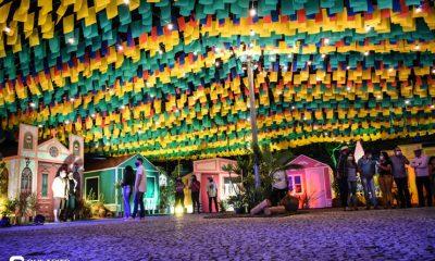 Diversas atrações se apresentaram na primeira noite da Vila do Forró em Eunápolis 30
